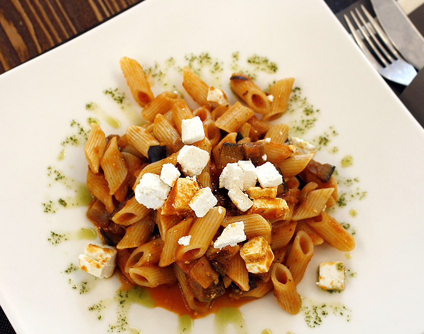 Pasta with tomato sauce, aubergine and